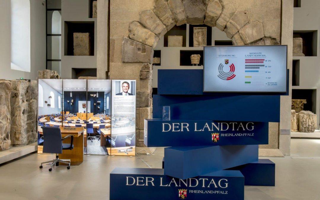 Wanderausstellung des Landtags in der Kooperativen  Gesamtschule St. Matthias in Bitburg