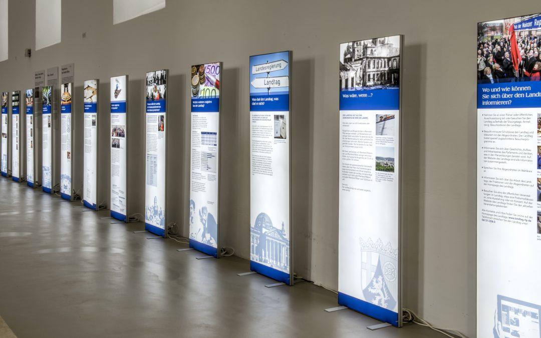 Landtagspräsident Hendrik Hering eröffnet Wanderausstellung  in der Volksbank Eifel eG